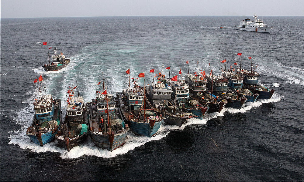 Guerra à pesca ilegal, imagem de barcos pesqueiros chineses apreendidos