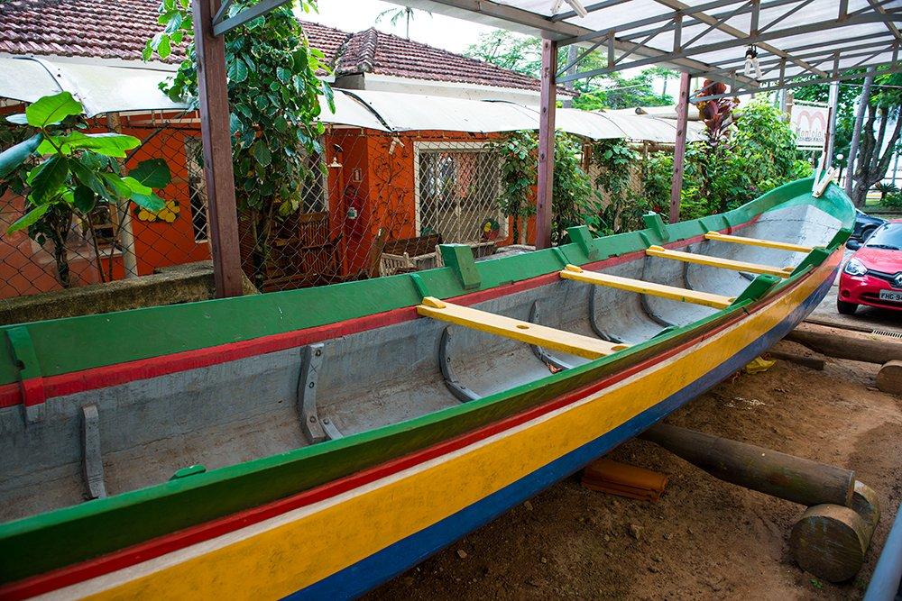 prefeito de Ilhabela, imagem da canoa de voga vencedora