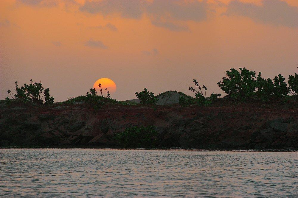 Exposição de fotos Mar de Histórias, imagem do Nascer do sol em Luis Correia, Piauí