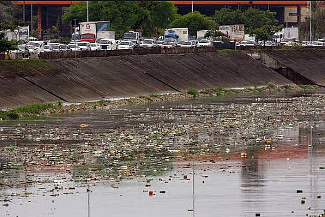 Os 25 anos do Núcleo União Pró Tietê, imagem do rio Tietê poluído