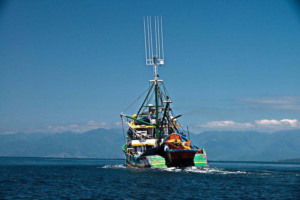 Subsídios à pesca no Brasil do PT: insustentáveis, imagem de barco de pesca