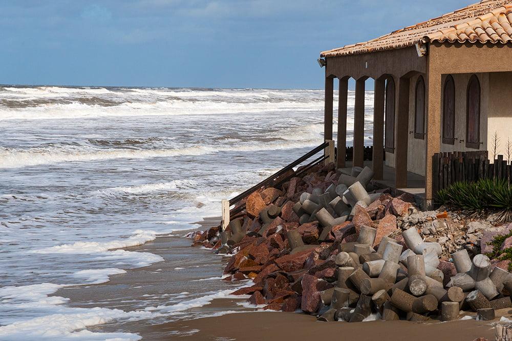 Falta fiscalização no litoral do Brasil, imagem do balneário do Hermenegildo, RS