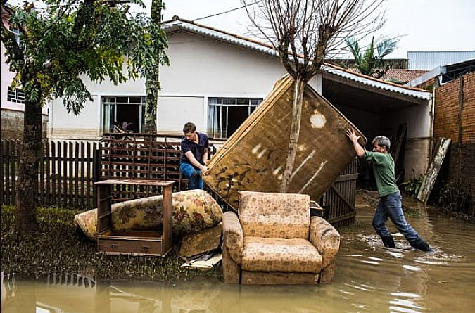 Custos de eventos extremos, imagem de inundação em cidade