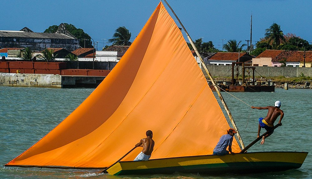 Vela latina, imagemd e um barco a vela típico no rio Paraíba do Norte