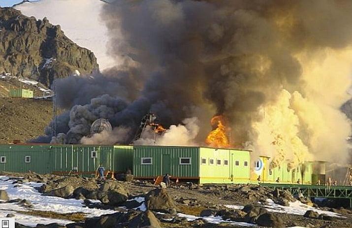 Reconstrução da Estação Comandante Ferraz, imagem de incendio-na base comandante Ferraz