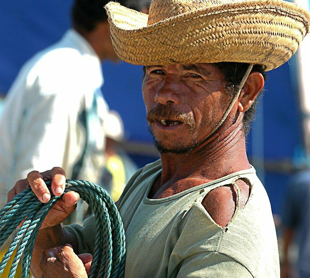 Falta fiscalização no litoral, imagem de pescador artesanal do ceará