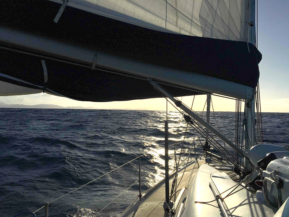 viagem de veleiro, imagem de veleiro chegando-em-St.-Lucia
