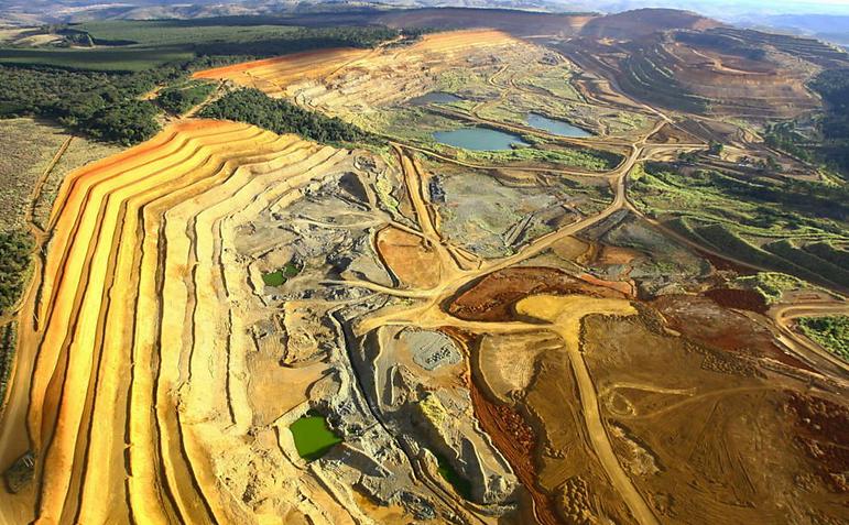 Ambientalistas e ruralistas, imagem de mina em araxá