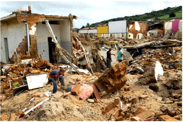 -desastres-naturais, imagem de casas destruídas por desastres naturais