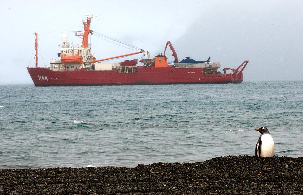 continente antártico, imagem do navio polar brasileiro Ary Rongel