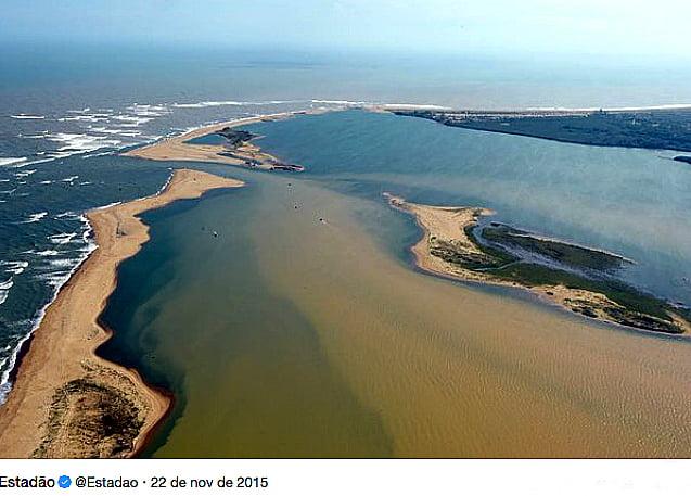 Rio Doce, imagem da foz do rio Doce depois do acidente da Samarco