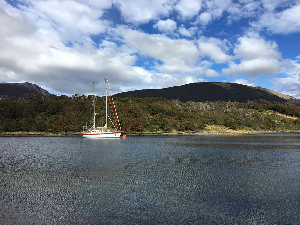 Viagem da Kika, diário de bordo Nº5, imagem de veleiro na Terra do Fogo