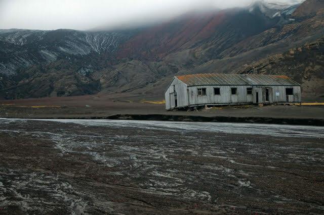 imagem da Antiga base inglesa destruída pro uma erupção vulcânica em Deception