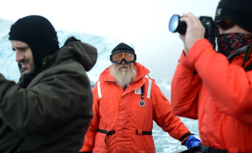 Aleixo Contreras pilota o bote. Alexandre e o Capitao Juan Villegas fotografam.