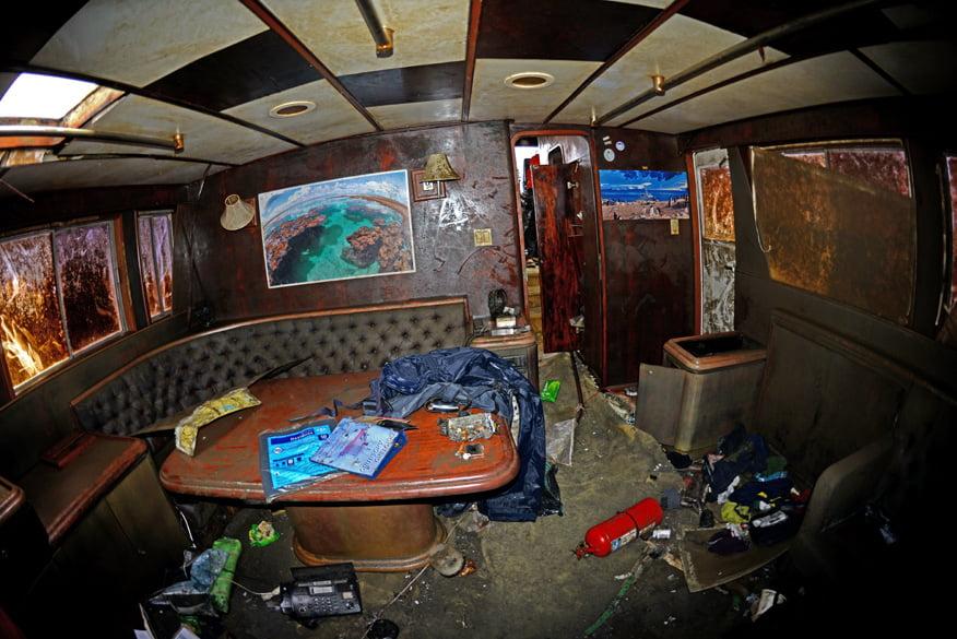Sala de estar do Mar Sem Fim após o resgate