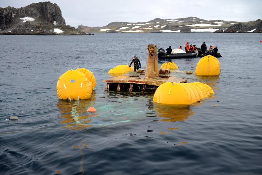 Flutuação do Mar Sem Fim para resgate