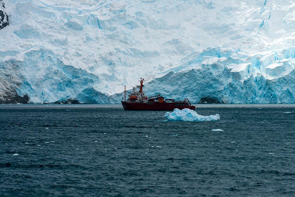 Geleiras da Ilha Nelson, imagem do navio polar Ary Rongel