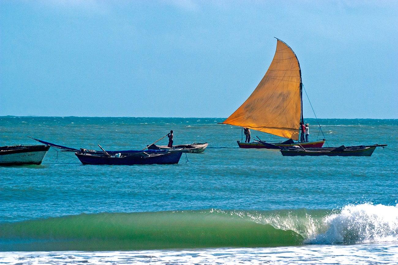 canoa de risco no litoral do Ceará