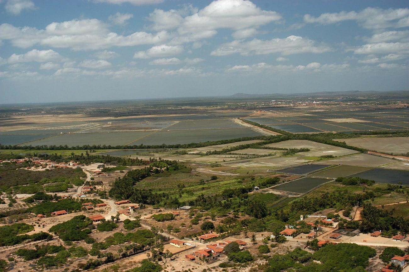 Imagem de carcinicultura no vale do rio Jaguaribe