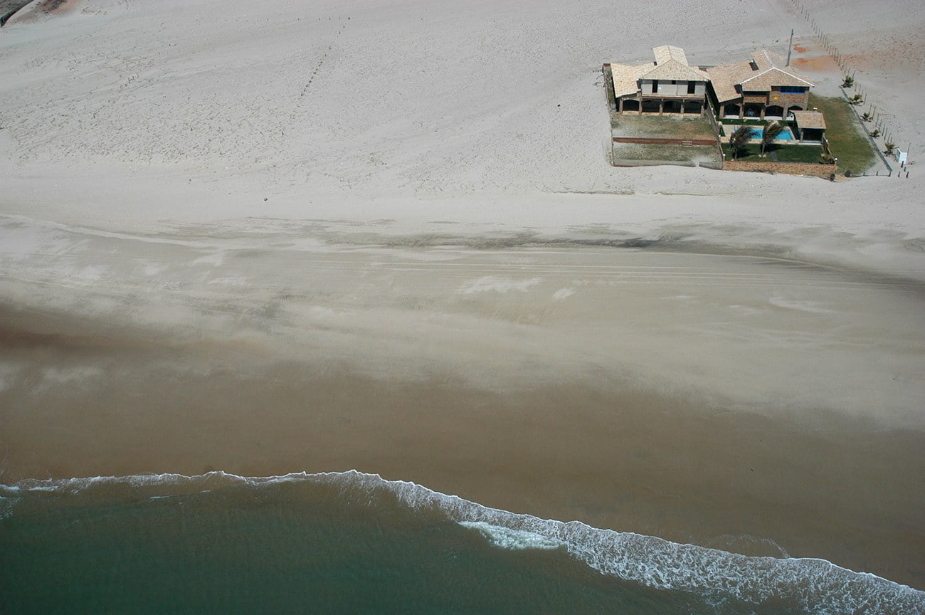 imagem de casa péna areia no litoral do Ceará