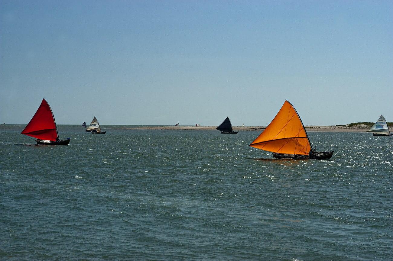 imagem de canoas de risco em Camucim
