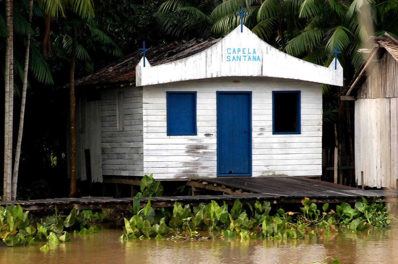 imagem de capela na amazonia