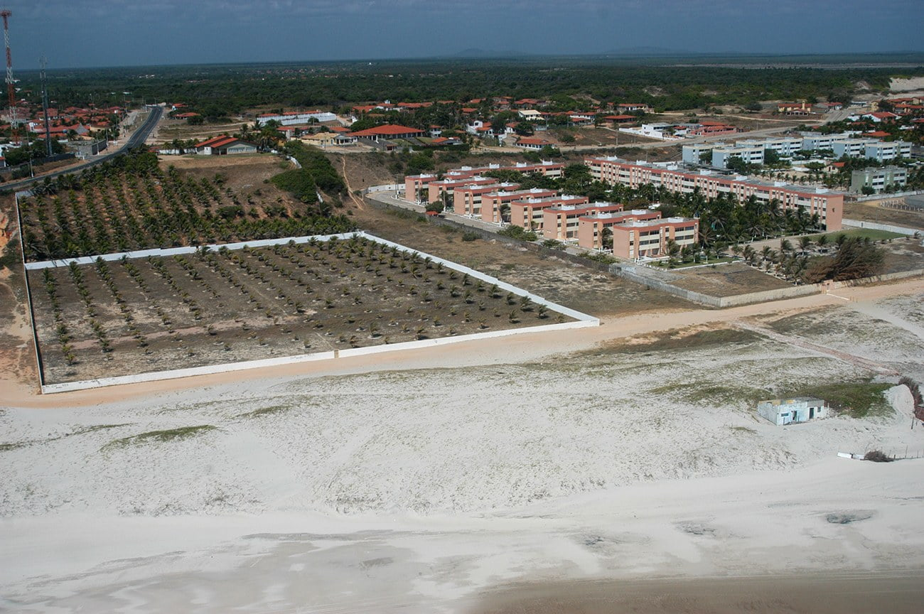 imagem de prédios na praia