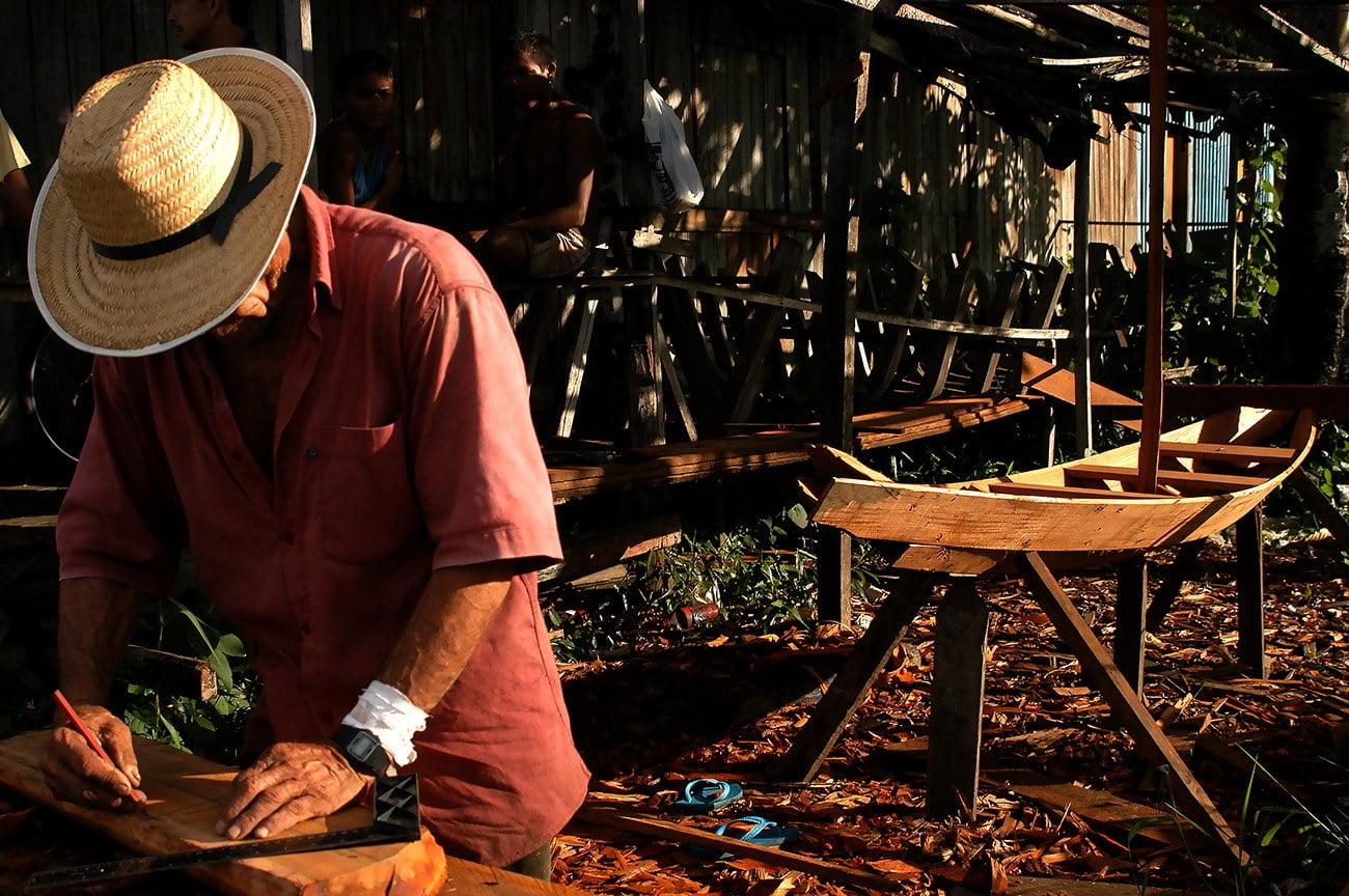 imagem de carpinteiro naval em afuá