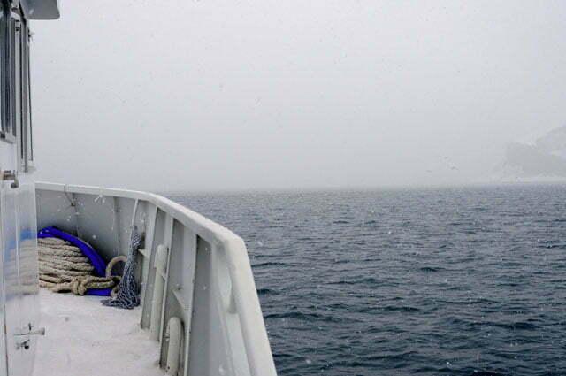 imagem do barco Mar Sem Fim navegando para Trinity, Livingston, Rei George nas Shetland do Sul