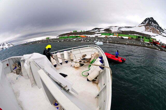 Imagem do mar sem fim defronte a Estação Científica Comandante Ferraz