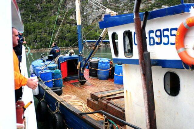 Pesqueiro a contrabordo do Mar Sem Fim
