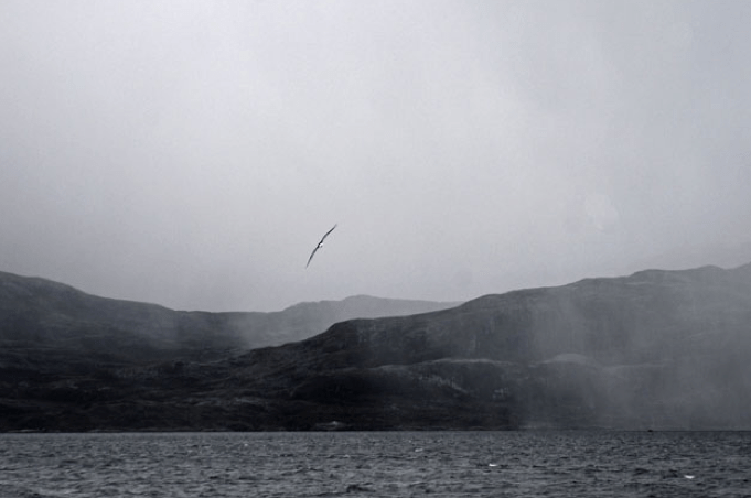 Viagem à Antártica: Punta Arenas - Puerto Natales - Ushuaia, imagem do estreito de magalhães em meio a neblina.