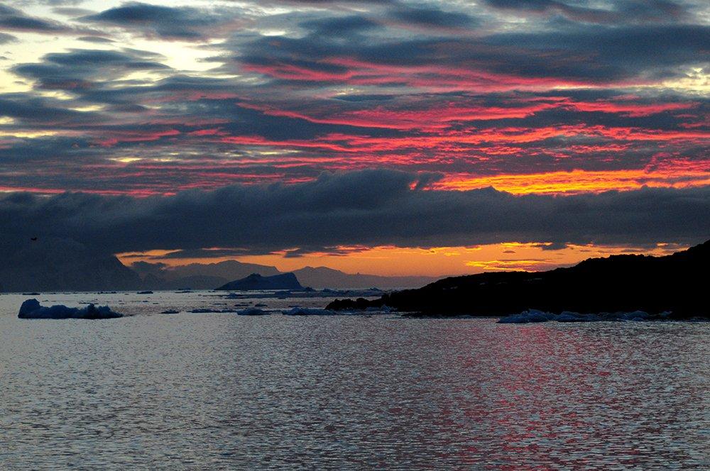 Viagem à Antártica, das Ilhas Argentinas até a Ilha Trinity, imagem de por do sol na antártica