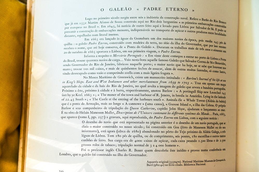imagem de página de livro sobre o Padre Eterno Maior navio do mundo, no século 17,