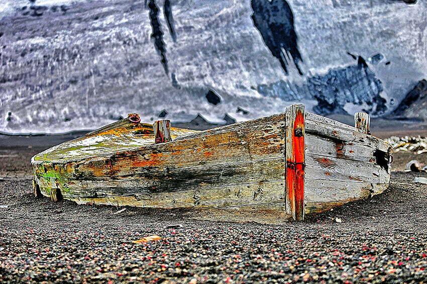 Viagens do Mar Sem Fim em fotos. Nº 2, imagem de Antigo bote baleeiro na ilha Deception, Antártica.