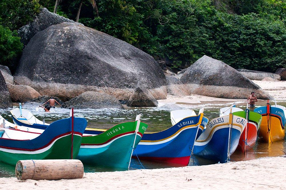 Viagens do Mar Sem Fim em fotos, imagem das canoas do Bonete, Ilhabela
