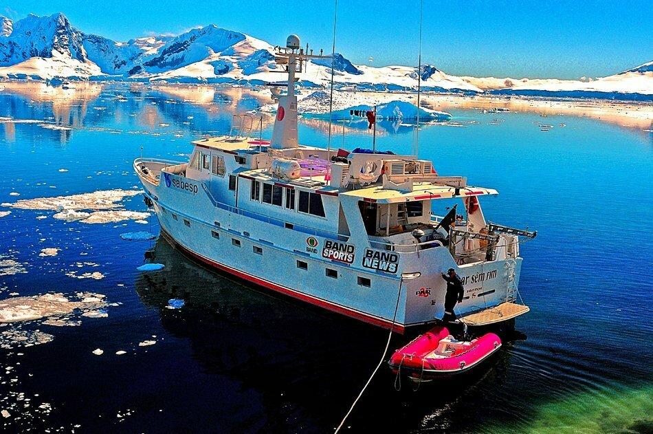 Viagens do Mar Sem Fim em fotos, imagem do barco O Mar Sem Fim na Península Antártica.