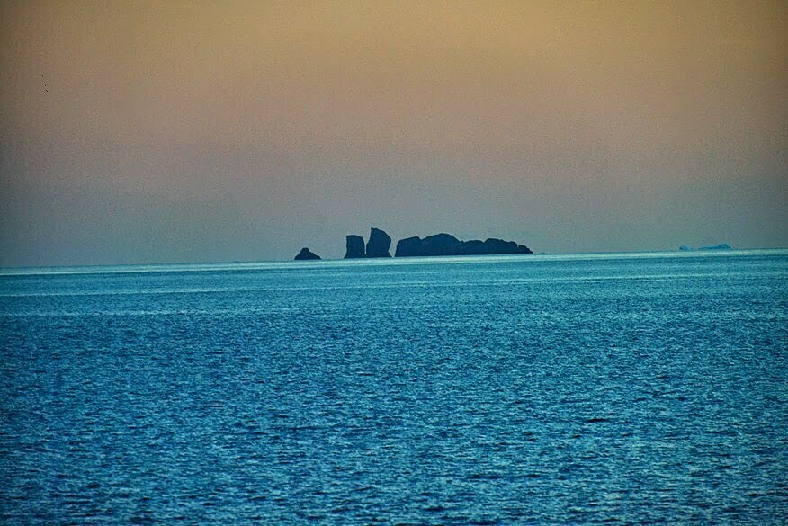 Geleira, baía do Almirantado., imagem de ilhote de pedras