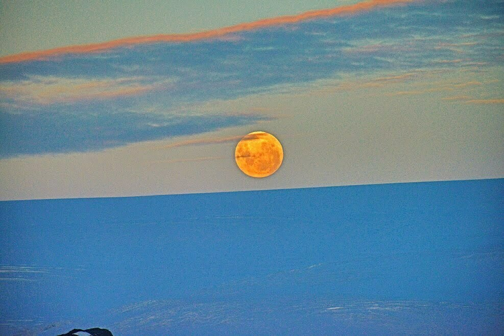 Resgate do Mar Sem Fim em fotos., imagem de lua cheia