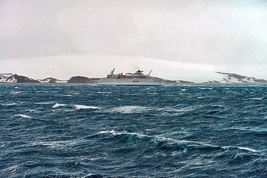 Geleira, baía do Almirantado., imagem de Navio de passageiros