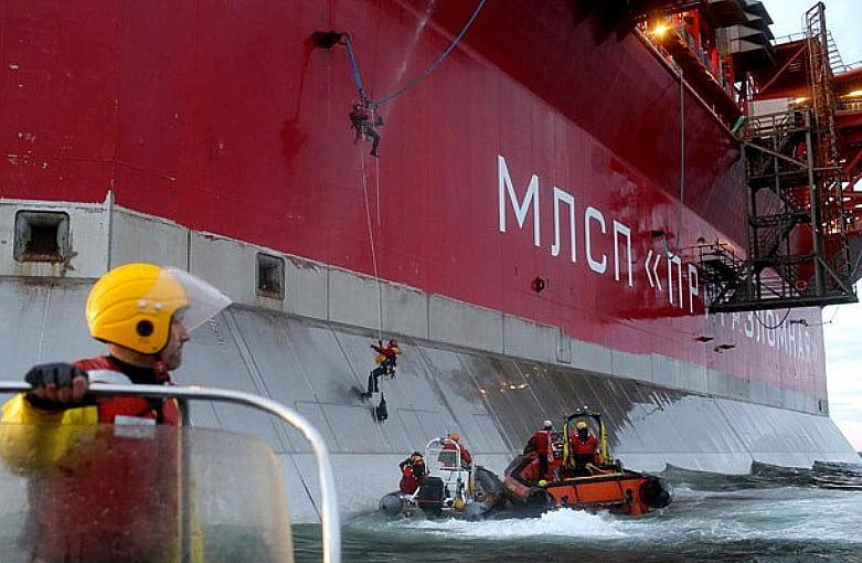Guarda costeira russa contra ativistas, imagem de navio russo