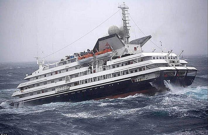O Clelia II no Drake em 2010, imagem do navio O Clelia II no Drake em 2010