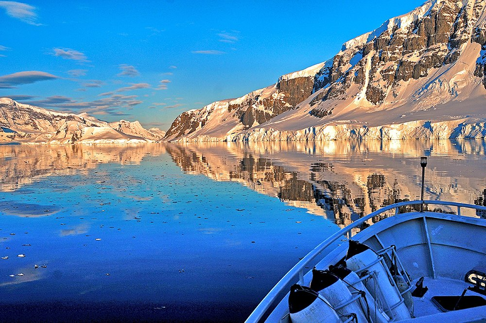 Viagem à Antártica, chegada na Baía Dorian, imagem de estreito na antártica