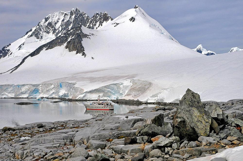 Viagem à Antártica, chegada na Baía Dorian, imagem da baía Dorian com mar sem fim