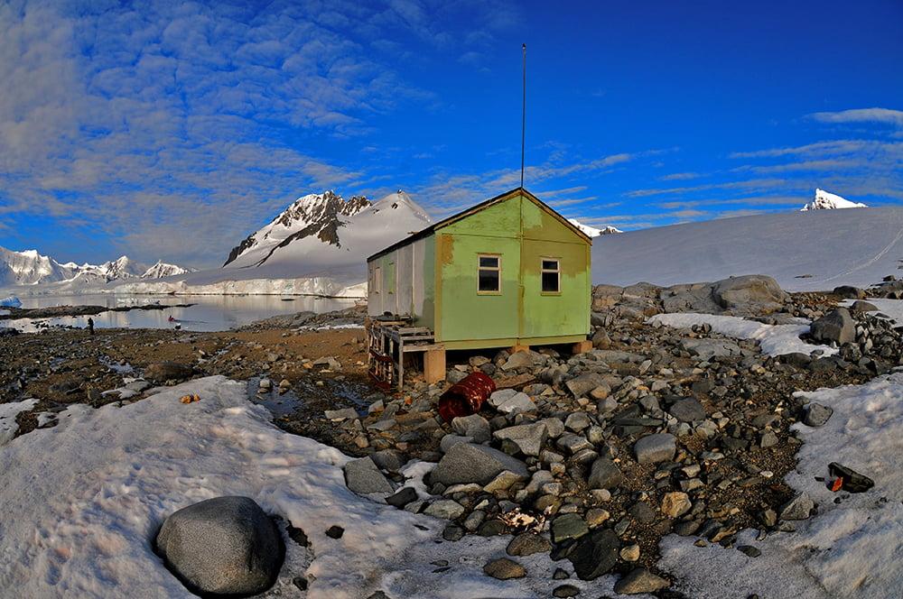 Viagem à Antártica, chegada na Baía Dorian, imagem de refúgio na baía dorian, antártica