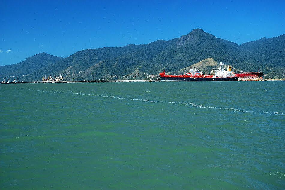 Vista geral do porto de São Sebastião.