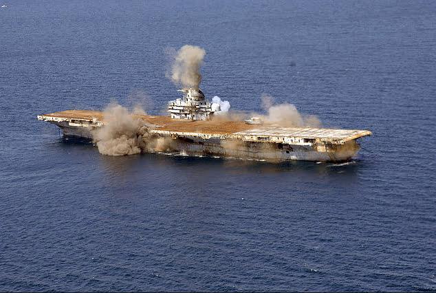 Navios de guerra afundados, imagem do navio de guerra USS Oriskany
