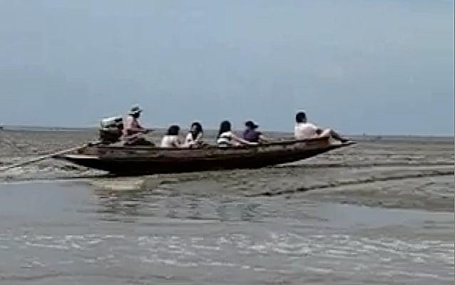barcos, imagem de barco off road portugues que navega na lama