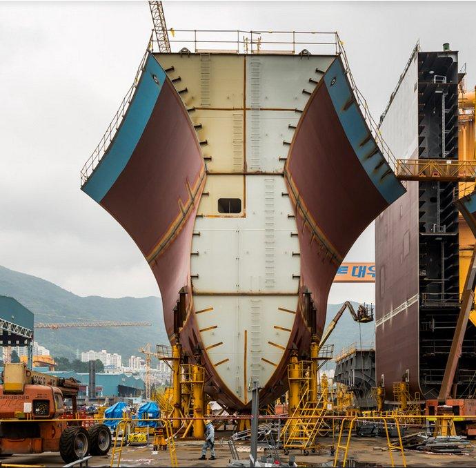 Os supernavios da Vale, imagem das proa em construção de super cargueiro