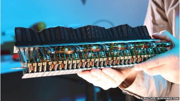 pese elétrico, imagem de sensores espalhados em robôs